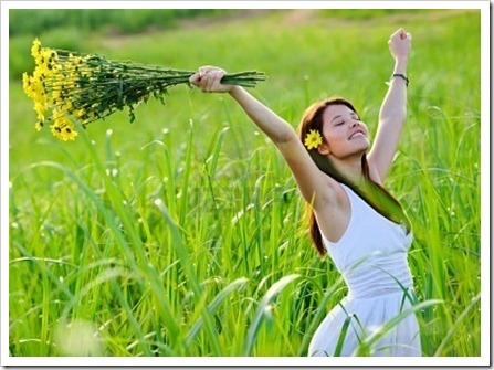 carefree-adorable-girl-with-arms-out-in-field-summer-freedom-andjoy