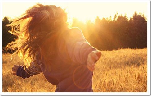 freedom,field,girl,happines,happy,sun-fb8641fa231ee1cbdd389e2f773a1b3b_h_large